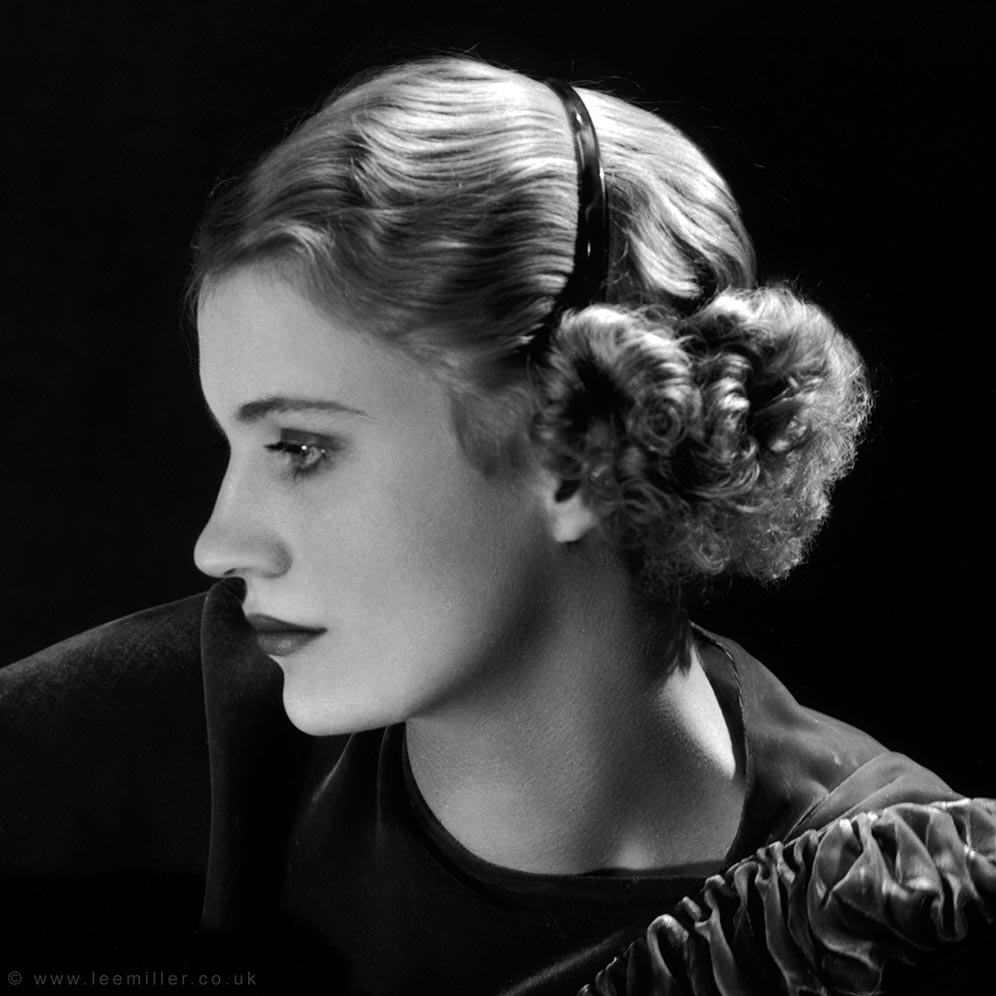 12-1-C,-Self-portrait,-New-York-Studio,-New-York,-USA,-V2,-1932,